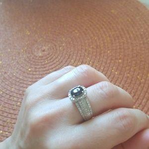 14 k white gold saphire ring